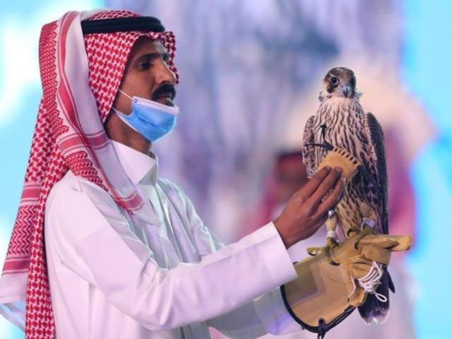 An eagle will blow has been auctioned in Saudi Arabia for Rs 1 crore, 55 lakh, and 50 thousand 871 rupees.Saudia Arabia